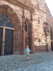 The West wall of Basel is, like all Gothic churches, huge, magnified in red stone.