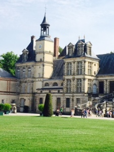 Another view of the exteror of Fontenebleu Chateau