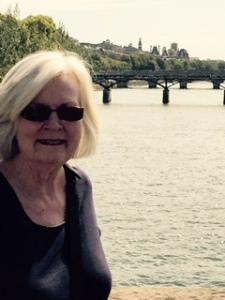 Ann as the Seine of the crime in gay Paris