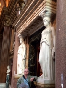 There are even caryatids in the Foyer